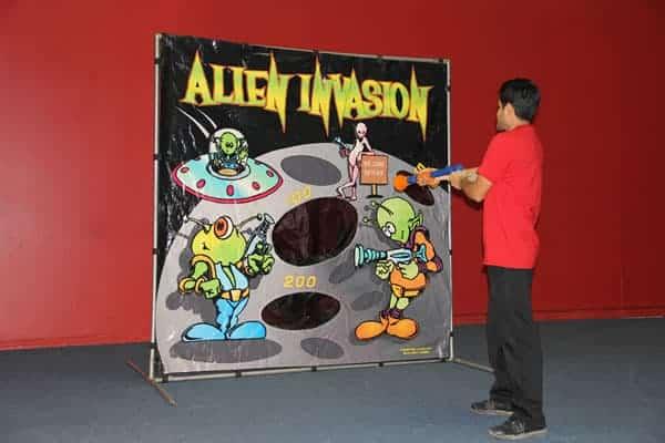 alien-invasion carnival game