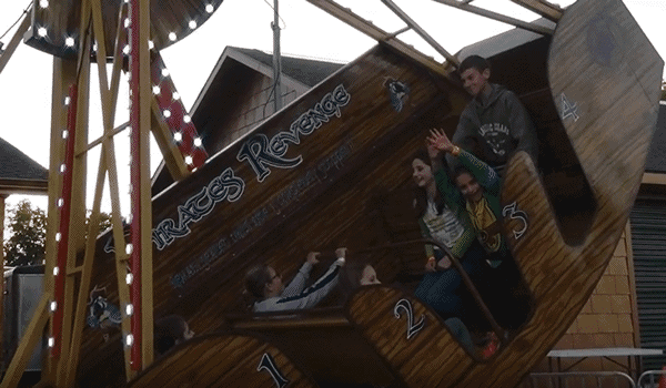 pirates revenge - swinging boat ride - Pic 1