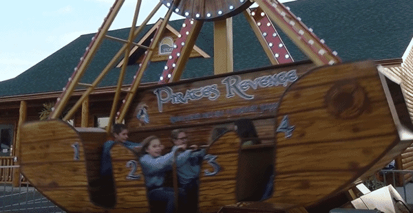 pirates revenge - swinging boat ride - Pic 2